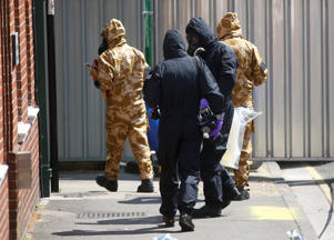 Forensic investigators wearing protective suits enter the rear of John Baker House, after it was confirmed that two people had been poisoned with the nerve-agent Novichok, in Amesbury, Britain, July 6, 2018. REUTERS/Henry Nicholls