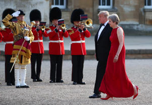 British Prime Minster Theresa May and U.S. President Donald Trump walk across the courtyard at Blenheim Palace, where they are attending a dinner with specially invited guests and business leaders, near Oxford, Britain, July 12, 2018. REUTERS/Hannah McKay