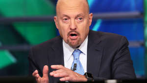 Jim Cramer wearing a suit and tie