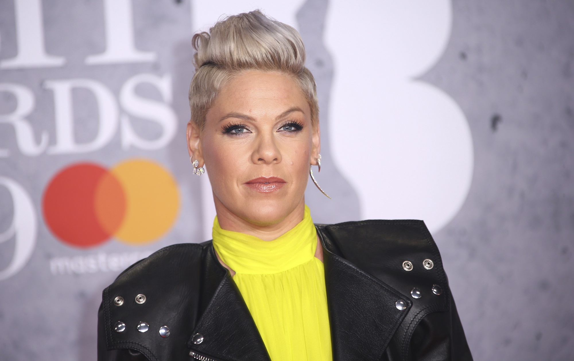 P!NK cuts her hair while drinking during coronavirus quarantine