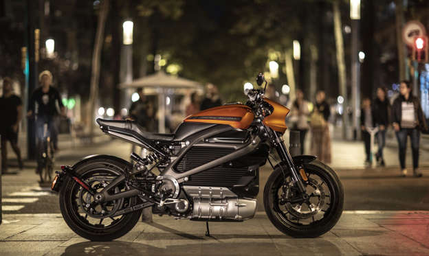 幻灯片 14 - 1:  Harley-Davidson's CEO stepped down late last month amid struggles at the company, including lackluster sales of the brand's first electric motorcycle, the LiveWire.   The LiveWire's steep MSRP and low range meant it didn't catch on with young riders as Harley had hoped, but there are plenty of EV bike manufacturers looking to challenge the industry icon.  Zero Motorcycles, Cake, Lightning, and others sell electric motorcycles without household names, and their lineups are expanding by the day.     Visit  Business Insider's homepage for more stories.   Between an aging customer base, slumping sales, and  new tariffs eating into profits, Harley-Davidson has had a rough go of it as of late. On top of all that, plenty of upstart motorcycle companies are looking to steal market share with their forward-looking, battery-powered bikes.  Late last month, amid the above issues, Harley-Davidson CEO Matthew Levatich  abruptly stepped down after 26 years with the company. Levatich had bet that Harley's first electric offering - the LiveWire - could jump-start sales and attract younger riders, but the electric motorcycle has, so far,  failed to deliver.  Manufacturing issues delayed LiveWire deliveries, while a steep MSRP of nearly $30,000 likely put off younger, less affluent riders. A limited combined city-highway range of only 95 miles also cuts down on the LiveWire's appeal - for just a few thousand more, you can buy a Tesla Model 3 with a claimed 250 miles of range.  But the LiveWire isn't the only option for motorcycle riders in the market for a greener alternative to their gas-guzzling bike. Several electric-bike startups - based in the US and abroad - are looking to get in on the EV trend.  Take a look at some of the electric motorcycles competing with Harley's LiveWire below: