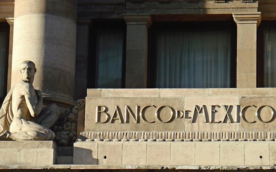 Baja Banxico tasa de interés; se dispara precio del dólar a 24.89