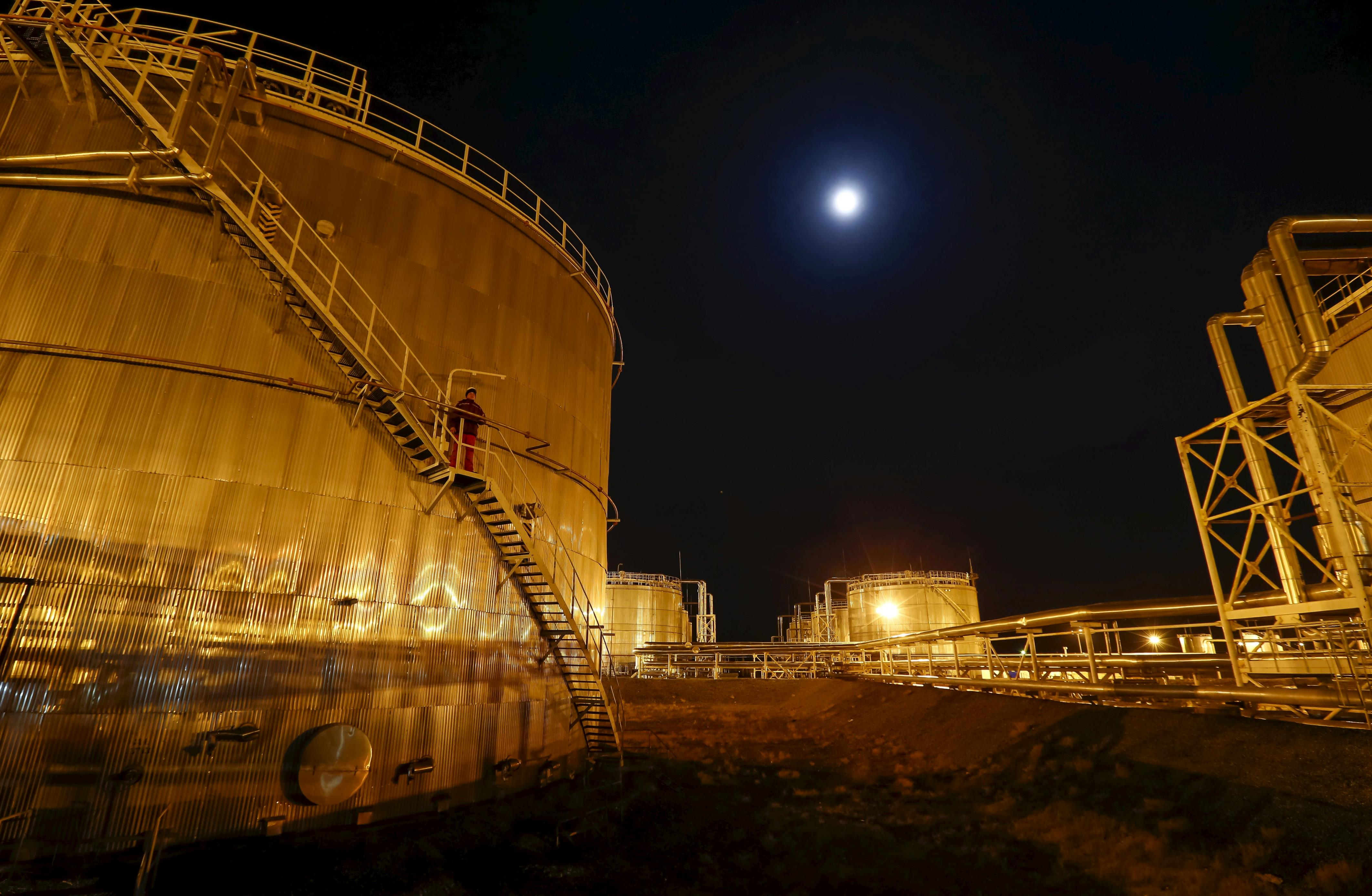 Oil prices soar as USA  inventories grow less than expected
