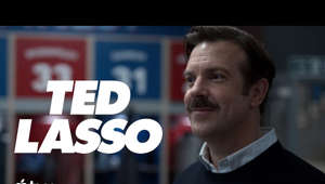 "Jason Sudeikis holding a sign: America's favorite football coach is crossing the pond. Watch Ted Lasso August 14 on Apple TV+: https://apple.co/_TedLasso   Jason Sudeikis plays Ted Lasso, a small-time college football coach from Kansas hired to coach a professional soccer team in England, despite having no experience coaching soccer.  In addition to starring, Sudeikis serves as executive producer, alongside Bill Lawrence (""Scrubs"") via his Doozer Productions, in association with Warner Bros. Television and Universal Television, a division of NBCUniversal Content. Doozer's Jeff Ingold also serves as an executive producer with Liza Katzer as co-executive producer. The series was developed by Sudeikis, Lawrence, Joe Kelly and Brendan Hunt, and is based on the pre-existing format and characters from NBC Sports.  Song: ""Underdog"" by Spoon https://apple.co/-Underdog_Spoon   Subscribe to Apple TV's YouTube channel: https://apple.co/AppleTVYouTube  Follow Apple TV: Instagram: https://instagram.com/AppleTV Facebook: https://facebook.com/AppleTV Twitter: https://twitter.com/AppleTV Giphy: https://giphy.com/AppleTV  More from Apple TV: https://apple.co/32qgOEJ  Stories to believe in. Apple TV+ is a streaming service with original stories from the most creative minds in TV and film. Watch now on the Apple TV app: https://apple.co/_AppleTVapp  #TedLasso #Trailer #AppleTV"