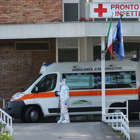 NAPOLI, ITALY - 2020/03/11: A doctor dressed in overalls and a mask, near an ambulance, in front of the entrance to the Cotugno hospital in Naples, during the COVID-19 coronavirus emergency. (Photo by Marco Cantile/LightRocket via Getty Images)