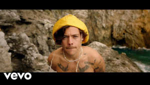 Harry Styles wearing a hat: Listen to Harry Styles' new album 'Fine Line' now: https://HStyles.lnk.to/FineLineAY    Follow Harry Styles:  Facebook: https://HarryStyles.lnk.to/followFI  Instagram: https://HarryStyles.lnk.to/followII  Twitter: https://HarryStyles.lnk.to/followTI  Website: https://HarryStyles.lnk.to/followWI  Spotify: https://HarryStyles.lnk.to/followSI  YouTube: https://HarryStyles.lnk.to/subscribeYD    Lyrics: Golden, Golden, Golden As I open my eyes Hold it, focus, hoping Take me back to the light I know you were way too bright for me I'm hopeless, broken  So you wait for me in the sky Browns my skin just right   You're so Golden You're so Golden, I'm out of my head And I know that you're scared Because hearts get broken        I don't wanna be alone I don't wanna be alone When it ends Don't wanna let you know I don't wanna be alone But I can feel it take a hold  I can feel you take control Of who I am and all I've ever known Loving you's the antidote   Golden You're so Golden I don't wanna be alone You're so Golden You're so Golden I'm out of my head And I know that you're scared Because hearts get broken   Golden Golden Golden I know that you're scared Because I'm so open   You're so Golden I don't wanna be alone You're so Golden You're so Golden You're so Golden I'm out of my head And I know that you're scared Because hearts get broken    Credits: Directed by: Ben Turner, Gabe Turner Starring: Harry Styles Executive Producer: Carly Shackleton Line Producer: Bex Hampson Junior Production Manager: Aimee Nathan DOP: Joel Honeywell Camera Operator: Ricky Valentine Camera Operator: David Soutar Styling: Harry Lambert Hair: Roxane Attard Makeup: Laura Dominique Editors: Ben Turner, Joe Williams Colourist: Aidan Farrell at The Farm   Produced by Fulwell 73   #HarryStyles #Golden #FineLine