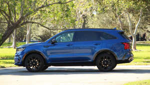a blue car parked on the side of a road: 2021 Kia Sorento Exterior