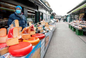 A deli vendor waits for customers at the deserted Naschmarkt market in Vienna, Austria, on November 17, 2020. - Austria has entered its second lockdown with the new anti-coronavirus restrictions, shutting schools and shops until December 6, 2020 to get spiraling numbers of infections under control and urging Austrians to avoid all social contacts. (Photo by JOE KLAMAR / AFP) (Photo by JOE KLAMAR/AFP via Getty Images)