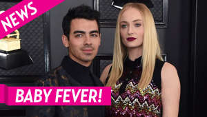 Joe Jonas, Sophie Turner are posing for a picture