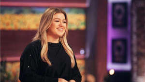Kelly Clarkson talking on a cell phone