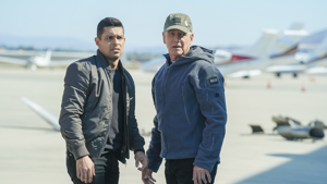 a man standing next to a plane: 'NCIS' (Sonja Flemming/CBS)