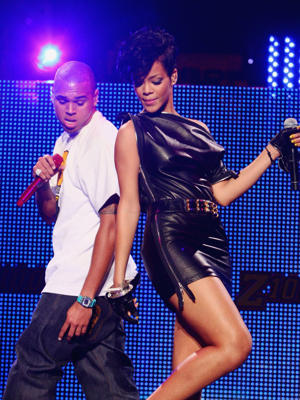 NEW YORK - DECEMBER 12:  Singers Rihanna and Chris Brown perform on stage during Z100's Jingle Ball 2008 Presented by H&M at Madison Square Garden on December 12, 2008 in New York City.
