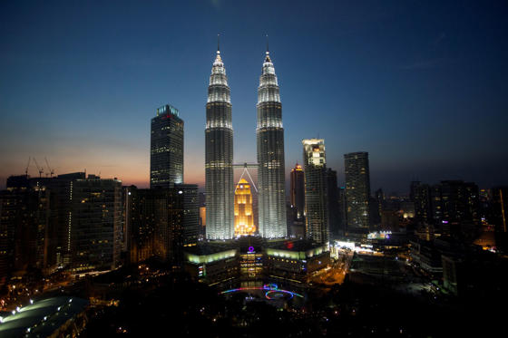 The Petronas Towers once held the title of the world's tallest structures between 1998-2004 until Taipei 101 was completed in 2004. A Malaysian landmark, it is a popular photo-spot for the tourists.