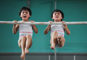 The twins' gymnastics dream series by Yuan Peng, China