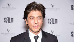 SRK gets captured on busy streets of Los Angeles