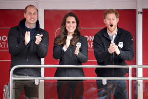 LONDON, ENGLAND - APRIL 23:  Prince William, Duke of Cambridge, Catherine, Duchess of Cambridge and Prince Harry cheer on runners as they signal the start of the 2017 Virgin Money London Marathon on April 23, 2017 in London, England.  (Photo by Chris Jac