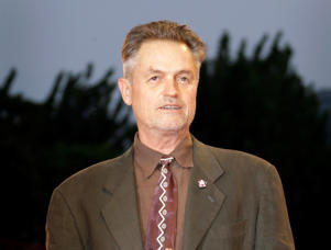 "In this Sept. 3, 2008 file photo, filmmaker Jonathan Demme poses during the photo call of the movie ""Burn After Reading"" at the 65th edition of the Venice Film Festival in Venice."