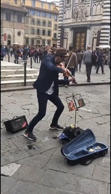 Street artist dazzles spectators with epic violin performance