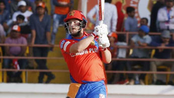 Tye, Finch push Bangalore to the brink