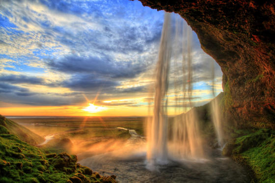 27 枚のスライドの 1 枚目: Seljalandfoss waterfall at sunset in HDR, Iceland