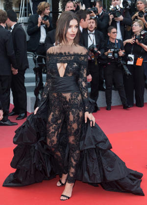 Dare to bare: Emily Ratajkowski on the red carpet Ratajkowski