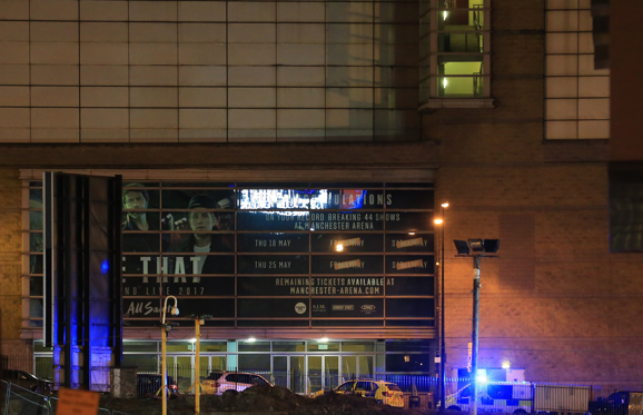Διαφάνεια 1 από 20: MANCHESTER, UNITED KINGDOM - MAY 23: Police close-off roads leading to the Manchester Arena stadium in Manchester, England, United Kingdom on May 23, 2017. A large explosion was reported earlier in the evening and British police confirmed that at least 19 killed and many other wounded at American singer Ariana Grande concert at Manchester Arena. (Photo by Lindsey Parnaby/Anadolu Agency/Getty Images)