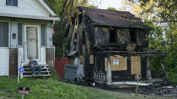 A house, right, sits charred after a fire that killed a couple and five children in Akron, Ohio, Monday, May 15, 2017.