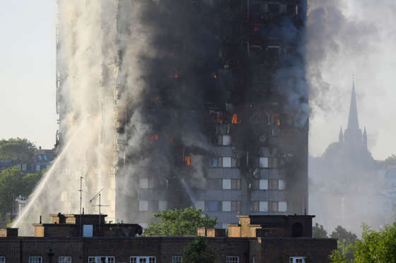 Slide 1 de 12: Flames and smoke billow as firefighters deal with a serious fire in a tower block at Latimer Road in West London, Britain June 14, 2017.