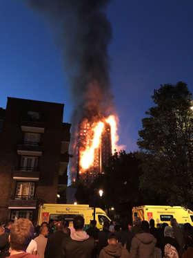 Slide 12 de 12: The Mayor of London, Sadiq Khan, has declared the fire a major incident.