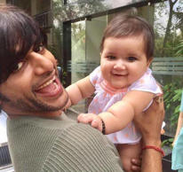 <p>Meet Naagin 2 star Karanvir Bohra's adorable daughter. Karanvir and wife Teejay Sidhu welcomed twins Bella and Vienna in their lives not too long ago.</p>