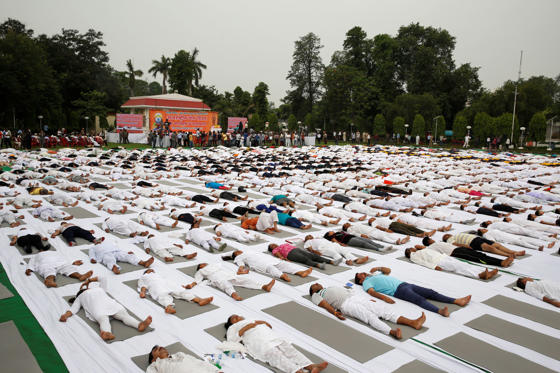 Slide 27 de 36: Indians perform Yoga in Lucknow, India, Wednesday, June 7, 2017. The yoga training camp was organized for the upcoming International Yoga Day, which is celebrated annually on June 21. (AP Photo/Rajesh Kumar Singh)