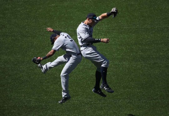 Slide 7 de 36: TORONTO, ON - JUNE 3: Aaron Judge #99 of the New York Yankees celebrates their victory with Aaron Hicks #31 during MLB game action against the Toronto Blue Jays at Rogers Centre on June 3, 2017 in Toronto, Canada. (Photo by Tom Szczerbowski/Getty Images)
