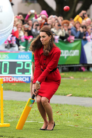 Catherine, the Duchess of Cambridge, plays a game of cricket during a visit to Latimer Square in Christchurch on April 14, 2014. Prince William, his wife Kate and their son Prince George are on a three-week tour of New Zealand and Australia AFP PHOTO / POOL / Martin Hunter (Photo credit should read )