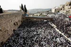 Jewish worshippers are seen from above during the priestly blessing prayer on the holiday of Passover at the Western Wall in Jerusalem's Old City, April 13, 2017.
