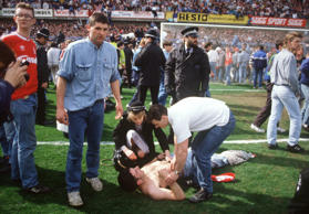 Am 15. April 1989 sterben im Hillsborough-Stadion in Sheffield bei einer Katastr...