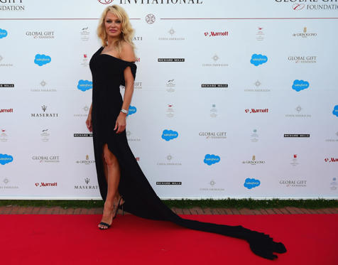 Dia 1 van 56: OLBIA, ITALY - JUNE 17: Pamela Anderson attends The Costa Smeralda Invitational Gala Dinner at Cala di Volpe Hotel - Costa Smeralda on June 17, 2017 in Olbia, Italy. (Photo by Tony Marshall/Getty Images for Professional Sports Group)