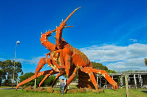 Australia, South Australia, Great Ocean Road, Kingston SE, The Big Lobster (17 m high, 15.2 m long, 13.7 m wide) by designer Paul Kelly, opened in 1979