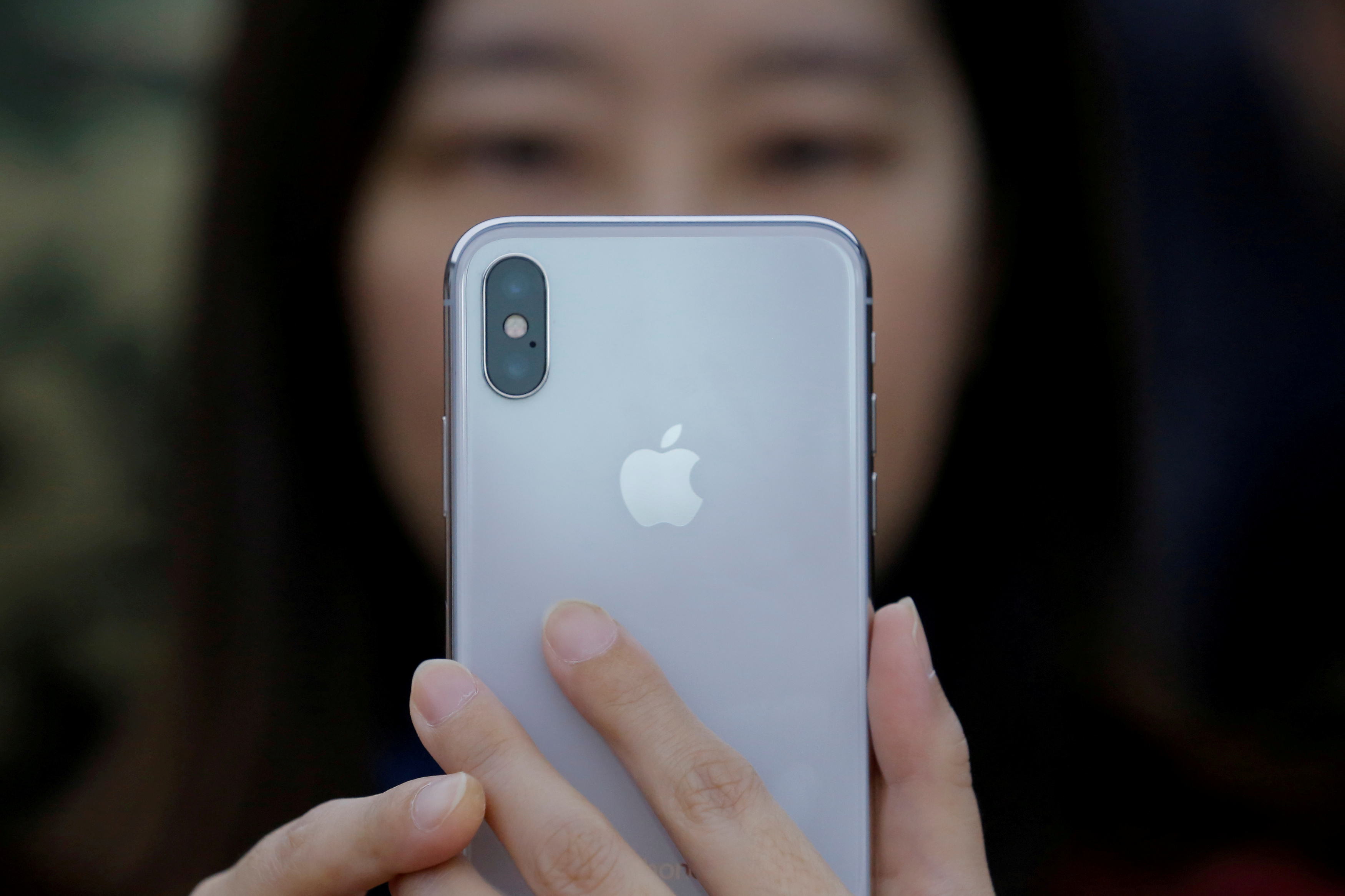 Security firm claims to thwart iPhone X's Face ID with special mask