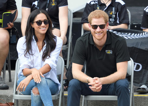 Lysbilde 1 av 25: TORONTO, ON - SEPTEMBER 25: Meghan Markle and Prince Harry attend the Wheelchair Tennis on day 3 of the Invictus Games Toronto 2017 at Nathan Philips Square on September 25, 2017 in Toronto, Canada. The Games use the power of sport to inspire recovery, support rehabilitation and generate a wider understanding and respect for the Armed Forces. (Photo by Karwai Tang/WireImage)
