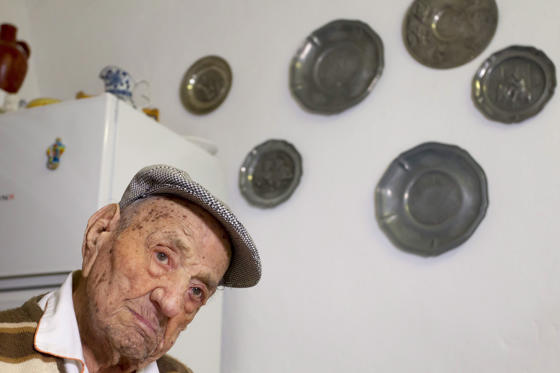 Lysbilde 1 av 26: Mandatory Credit: Photo by Jero Morales/EPA-EFE/REX/Shutterstock (9025673b) Nunez Olivera Spaniard Francisco Nunez Olivera World's oldest man, Badajoz, Spain - 24 Aug 2017 Spanish Francisco Nunez Olivera in the town of Bienvenida, Badajoz, western Spain, 24 August 2017, after he became it is believed the World's oldest man. The 112 year old man has obtained the title after the death of Israeli Yisrael Kristal. Four months before his 113th birthay, Francisco Nunez, a retired farmer, said that the secret is a healthy and calm life.