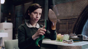 THE SHAPE OF WATER, Sally Hawkins, 2017. TM & © Fox Searchlight Pictures. All Rights reserved. /Courtesy Everett Collection