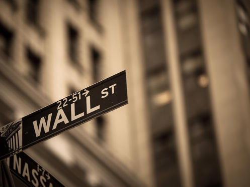 Lysbilde 1 av 31: Sepia toned Wall Street sign in New York City