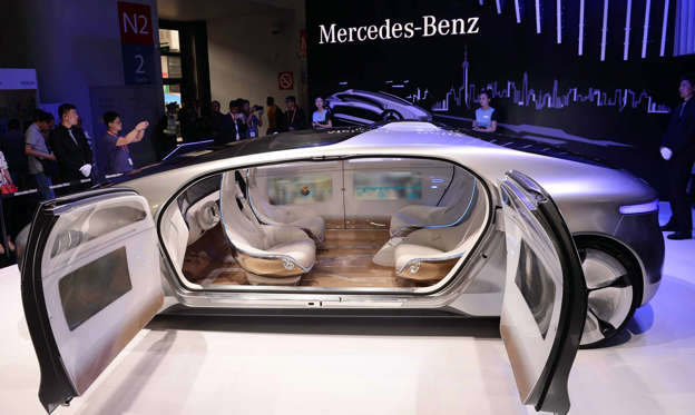 幻灯片 21 - 2: A driverless car from Mercedes-Benz is seen on display during the first Consumer Electronics Show (CES) in Asia in Shanghai on May 26, 2015. More than 200 technology companies from 15 countries around the world are showcasing their consumer technology innovations at CES Asia which takes place from May 25 to 27.  AFP PHOTO   CHINA OUT        (Photo credit should read STR/AFP/Getty Images)