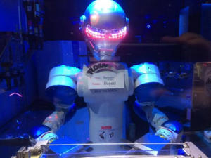 Enjoy the company of a bartender robot (Mike MacEacheran)