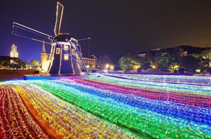 Huis Ten Bosch replicates a Dutch town in Japan