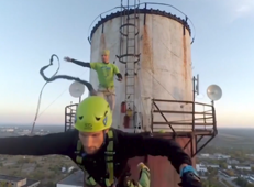 Awesome 119 meters-high rope jumping