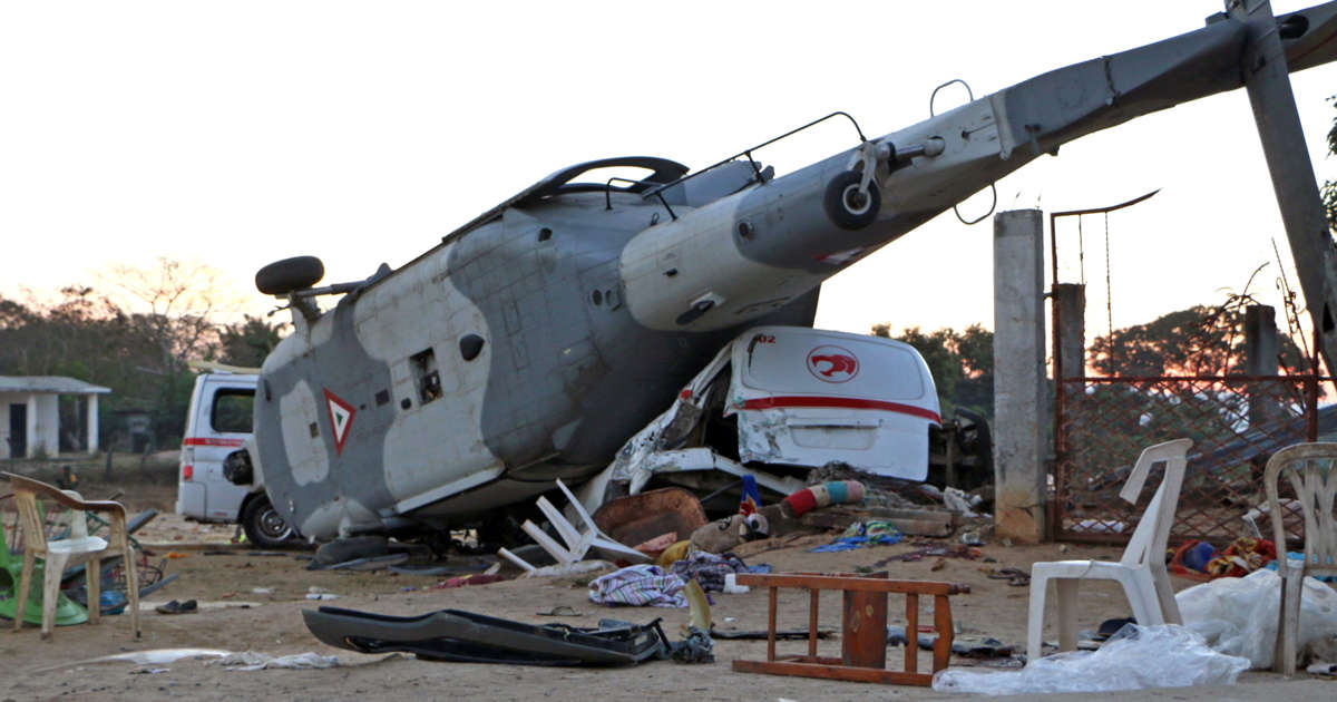 Mexican helicopter crash: 13 people killed as officials survey quake damage