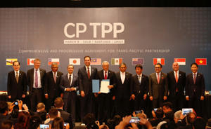 Representatives of members of Trans-Pacific Partnership (TPP) trade deal: Brunei's Acting Minister for Foreign Affairs Erywan Dato Pehin, Chile's Foreign Minister Heraldo Munoz, Australia's Trade Minister Steven Ciobo, Canada's International Trade Minister Francois-Phillippe Champagne, Singapur's Minister for Trade and Industry Lim Hng Kiang, New Zealand's Minister for Trade and Export Growth David Parker, Malaysia's Minister for Trade and Industry Datuk J. Jayasiri, Japan's Minister of Economic Revitalization Toshimitsu Motegi, Mexico's Secretary of Economy Ildefonso Guajardo Villarreal, Peru's Minister of Foreign Trade and Tourism Eduardo Ferreyros Kuppers and Vietnam's Industry and Trade Minister Tran Tuan Anh, pose for an official picture after the signing agreement ceremony in Santiago, Chile March 8, 2018. REUTERS/Rodrigo Garrido