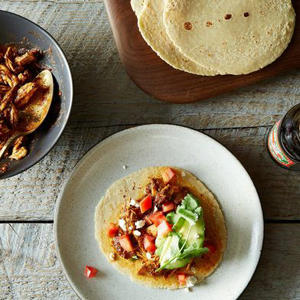 a bowl of food on a plate: Tinga Chicken