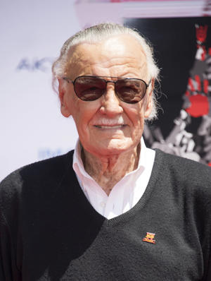 Comic-book writer, editor, and publisher Stan Lee poses at his hand and footprint ceremony at TCL Chinese Theatre IMAX, on July 18, 2017, in Hollywood, California. / AFP PHOTO / VALERIE MACON        (Photo credit should read VALERIE MACON/AFP/Getty Images)